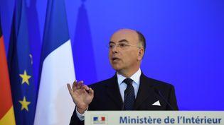 Le ministre de l'Intérieur, Bernard Cazeneuve, à Paris, le 23 août 2016. (STEPHANE DE SAKUTIN / AFP)