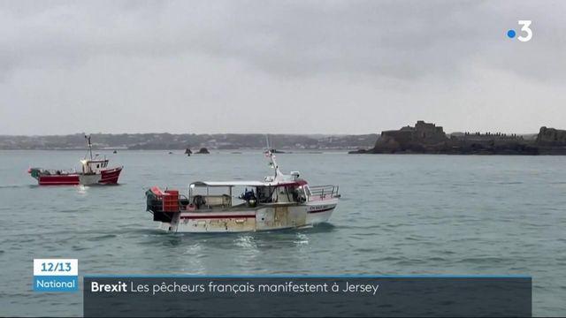 Jersey : des pêcheurs français manifestent sous l'œil de navires militaires