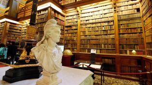 La bibliothèque de l'Assemblée nationale sous la surveillance de Marianne en ces Journées du patrimoine (14 septembre 2013)...  (François Guillot / AFP)