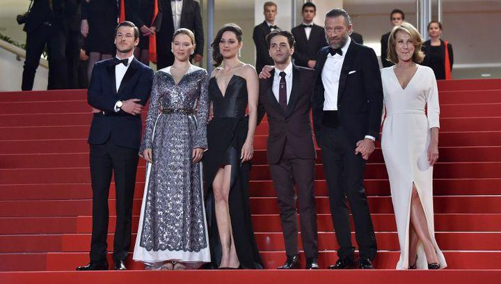 Xavier Dolan et les acteurs de son dernier film sur les marches de Cannes  (LOIC VENANCE / AFP)
