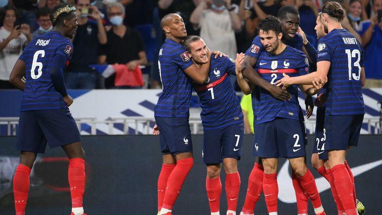 Les Français célèbrentle deuxième but de Griezmann face à la Finlande, le 7 septembre (FRANCK FIFE / AFP)