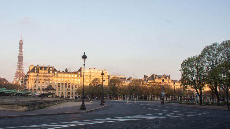 Les rues de Paris vides pendant le confinement, en mars 2020. (SANDRINE MARTY / HANS LUCAS / AFP)