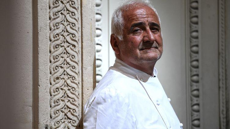 """Guy Savoy, chef du restaurant """"La Monnaie"""" à Paris. (CHRISTOPHE ARCHAMBAULT / AFP)"""
