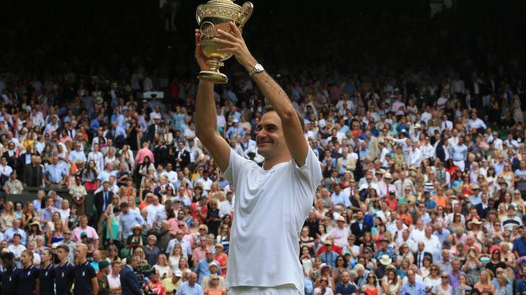 La joie de Roger Federer après son sacre à Wimbledon (LINDSEY PARNABY / ANADOLU AGENCY)