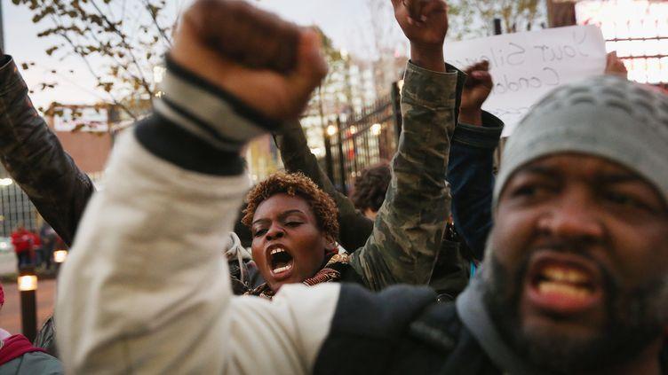 Des manifestants à Saint Louis, dans le Missouri (Etats-Unis), le 11 octobre 2014. (SCOTT OLSON / GETTY IMAGES NORTH AMERICA / AFP )