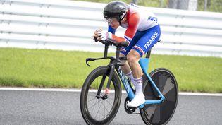 Alexandre Léauté pendant le contre-la-montre sur route C2 des Jeux paralympiques de Tokyo, mardi 31 août. (CHARLY TRIBALLEAU / AFP)