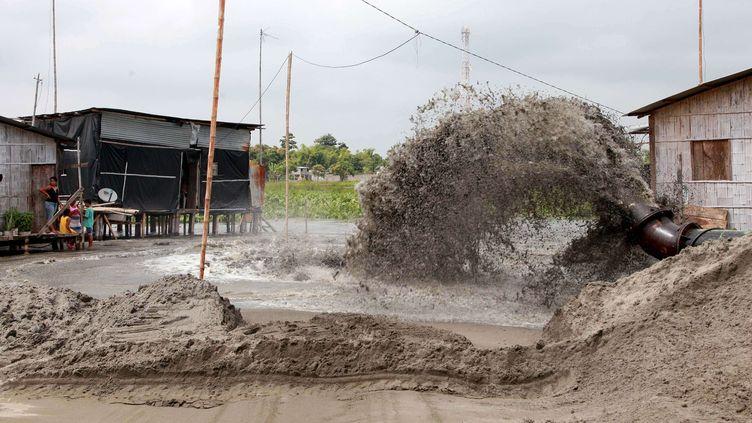 Une opération de prévention organisée en Equateur pour limiter les éventuelles conséquences d'ElNiño, le 17 juillet 2015. (JOFFRE FLORES/ NEWSCOM / SIPA )