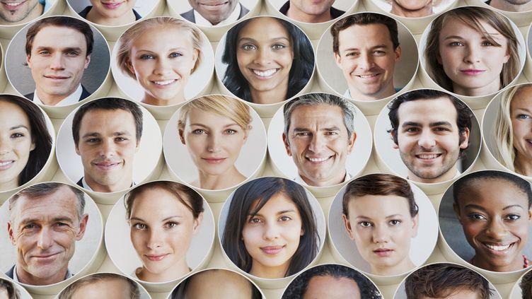 Le nombre maximum de personnes avec lesquelles nous pouvons entretenir des relations sincères et fortes tourne autour de 150. (DIMITRI OTIS / GETTY IMAGES)