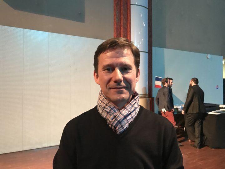 Fabien, 43 ans, adhérent de l'UPR, lors d'un meeting de François Asselineau à Saint-Denis (Seine-Saint-Denis), le 14 mars 2017. (LOUIS BOY / FRANCEINFO)