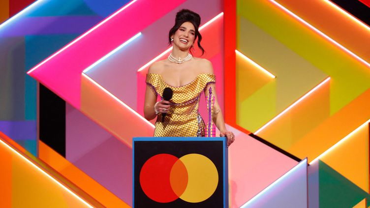 La chanteuse britannique Dua Lipa, sacrée aux Brit Awards (11 mai 2021) (JOHN MARSHALL / AFP)