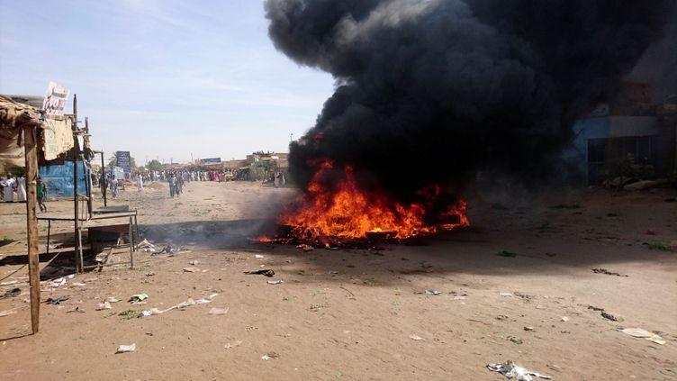 Les manifestations se multiplient dans plusieurs villes du Soudan comme ici à Atbara le 20 décembre 2018. (REUTERS PHOTOGRAPHER / X80002 X80002)