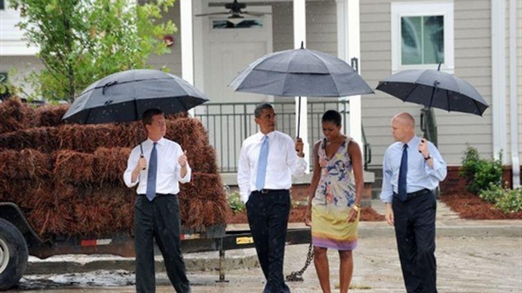 Barack Obama et sa femme Michelle Obama visitent Columbia Parc Housing, à La Nouvelle-Orléans, le 29/08/2010 (AFP/Jewel Samad)
