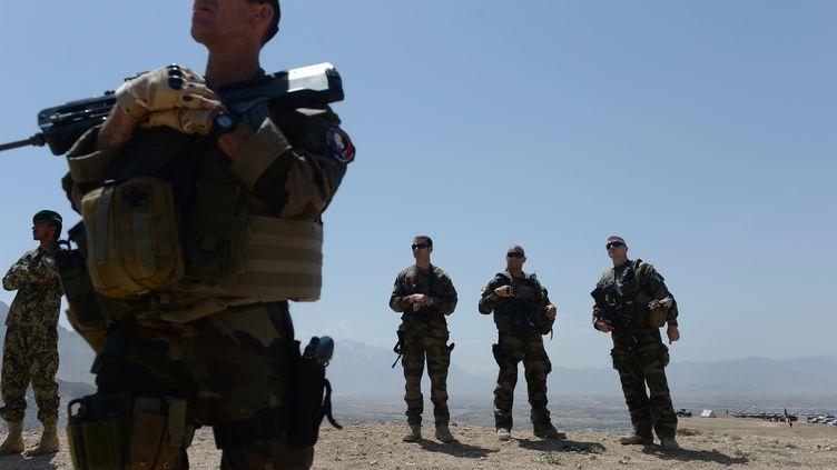 Des soldats français participent à un exercice avec les forces de l'Otan, le 30 avril 2014, près de Kaboul (Afghanistan). (SHAH MARAI / AFP)