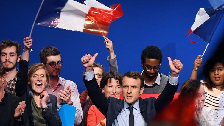 Emmanuel Macrons'exprime lors d'un meeting à Angers (Maine-et-Loire), le 28 février 2017. (JEAN-FRANCOIS MONIER / AFP)