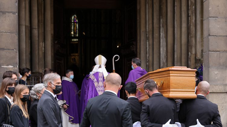 Les obsèques de Jean-Paul Belmondo vendredi 10 septembre à l'église Saint-Germain-des-Près (THOMAS COEX / AFP)
