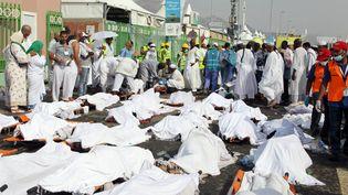 Des corps des victimes du mouvement de foule survenu pendant le hadj,alignés près de La Mecque (Arabie saoudite), le 24 septembre 2015. ( AFP )