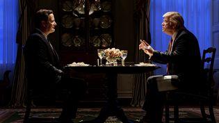 James Comey (Jeff Daniels) invité à dîner par le président américain Donald Trump (Brendan Gleeson) qui lui demande d'être loyal. (CBS / PHOTO NUMÉRIQUE)
