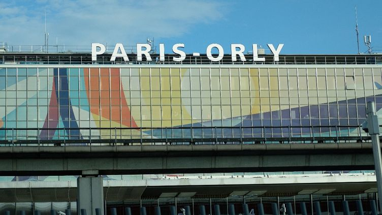L'entrée de l'aéroport d'Orly, le 18 décembre 2020. (NICOLAS LEPAGNOT / HANS LUCAS / AFP)