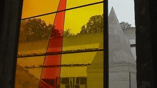 """""""Le vitrail contemporain"""" à l'honneur au Couvent de La Tourette  (Capture d'image France 3/Culturebox)"""