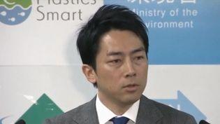 La société évolue aussi au Japon, dans ce pays où le travail est glorifié. Un jeune ministre a pris un congé paternité et c'est un événement. (FRANCE 3)