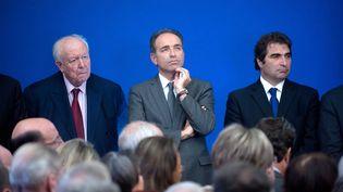 De gauche à droite, le patron des sénateurs UMP, Jean-Claude Gaudin, le secrétaire général de l'UMP, Jean-François Copé, et le chef de file des députés UMP, Christian Jacob, assistent à une réunion autour du Premier ministre François Fillon, le 17 janvier 2012 à Paris. (FLORENT DUPUY/ SIPA)