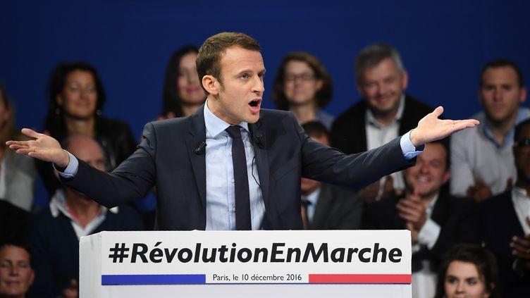 Emmanuel Macron, candidat à l'élection présidentielle, le 10 décembre 2016, lors d'un meeting à Paris. (ERIC FEFERBERG / AFP)