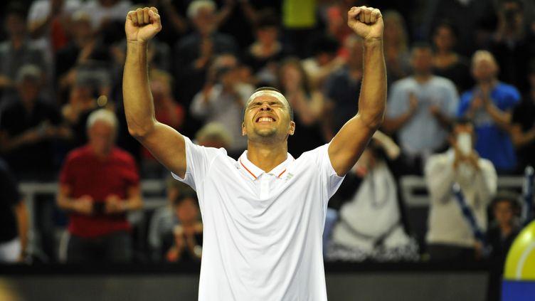 Victorieux à Metz ce week-end, Jo-Wilfried Tsonga gagne une place au classement (16e) (JEAN-CHRISTOPHE VERHAEGEN / AFP)