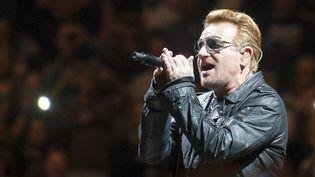 Bono de U2 sur scène à Glasgow le 6 novembre 2015.  (Pete Dohety / Nur Photo / AFP)