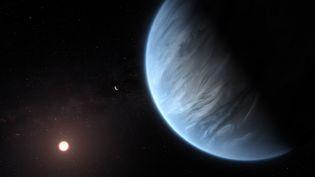 Vue d'artiste de l'exoplanète K2-18b, dont l'atmosphère contient de l'eau. (M. KORNMESSER / ESA / HUBBLE / AFP)