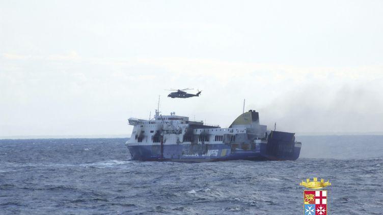 """Le ferry """"Norman Atlantic"""" victime d'un incendie,dimanche 28 décembre, au large des côtes de l'Albanie. (  REUTERS)"""