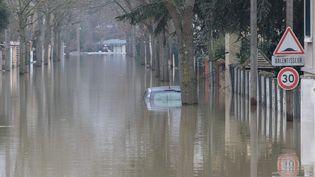 La crue de la Seine provoque des inondations à Villeneuve-Saint-Georges (Val-de-Marne), le 27 janvier 2018. (MAXPPP)
