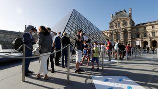 Il y a 227 ans, l'ancienne résidence royale est devenue le plus grand musée de la planète: le Louvre. Près de 10000 touristes se pressent chaque année pour voir ses 30000 tableaux. (FRANCOIS GUILLOT / AFP)