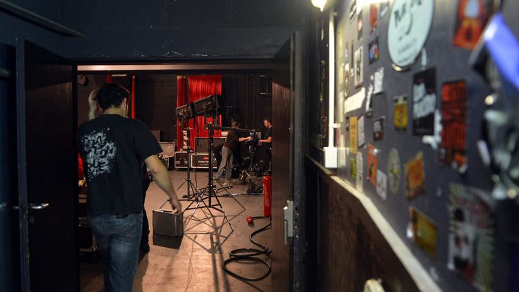 Dans les coulisses, l'état de santé des professionnels de la musique est inquiétant. (CLAIR JOSSELIN / MAXPPP)