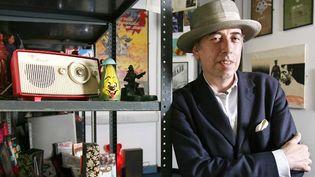 Mick Jones entouré de ses souvenirs.  (Jas Lehal/The London Paper/SIPA)