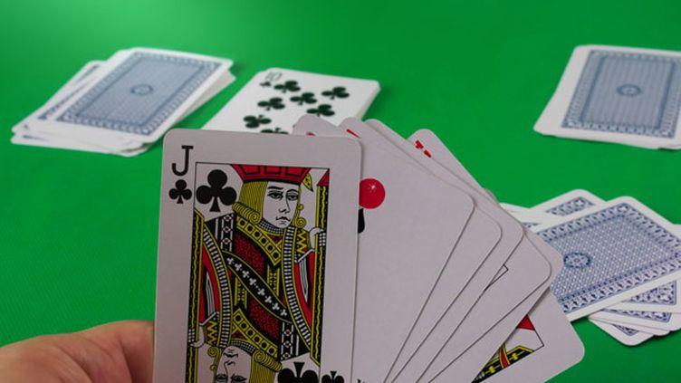 (Le Bridge, un jeu de l'esprit et de partage © Fotolia)