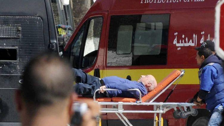 L'un des blessés de l'attaque du Bardo, le 18 mars 2015, dans la banlieue de Tunis (Tunisie). (REUTERS)