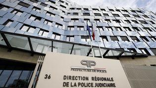 La façade du siège de la police judiciaire à Paris, le 29 octobre 2017. (FRANCOIS GUILLOT / AFP)