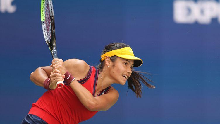 La Britannique Emma Raducanu s'est qualifiée pour sa première demi-finale en majeur après sa victoire face à Belinda Bencic.  (ELSA / GETTY IMAGES NORTH AMERICA / AFP)