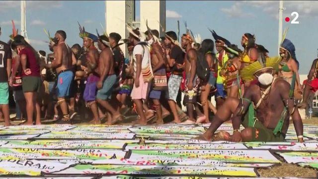 Brésil : les indigènes manifestent pour garder la propriété de leurs terres