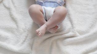 Un bébé avec sa couche. (NEVILLE MOUNTFORD-HOARE / MAXPPP)