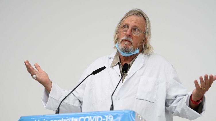 Le professeur Didier Raoult, directeur de l'IHU de Marseille, donne une conférence de presse sur la situation du Covid-19 à Marseille (Bouches-du-Rhône), le 27 août 2020. (CHRISTOPHE SIMON / AFP)