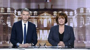 Christophe Jakubyszyn et Nathalie Saint-Cricq, qui animeront le débat de l'entre-deux-tours de l'élection présidentielle, mardi 3 mai 2017. (ERIC FEFERBERG / AFP)