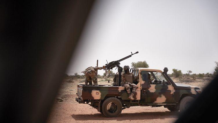 Des militaires maliens àKonna, le 20 mars 2021. (MICHELE CATTANI / AFP)