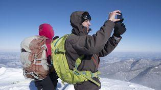 Illustration des activitésde remplacement du ski alpin dans les stations de ski fermées. Pyrénées,le 20 janvier 2021. (FRANCOIS LAURENS / HANS LUCAS / AFP)