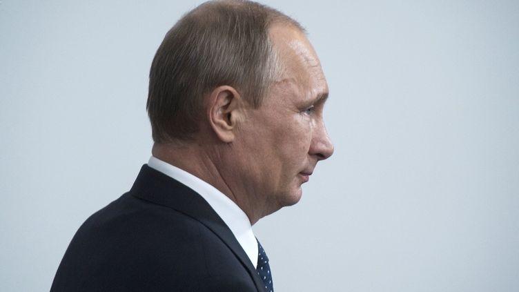 Le président russe, Vladimir Poutine, assiste à une réunion concernant l'énergie, le 4 juin 2014 à Astrakhan (Russie). (SERGEY GUNEEV / AFP)