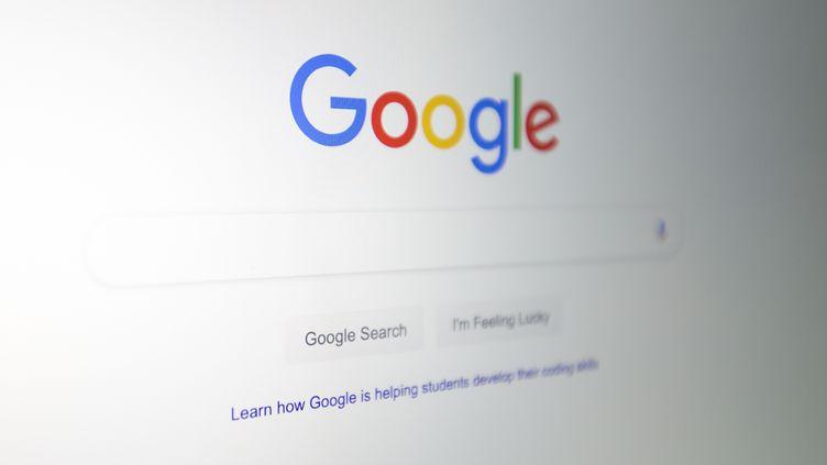 Le logo de Google sur un ordinateur à Washington D.C (Etats-Unis), le 10 juillet 2019. (ALASTAIR PIKE / AFP)