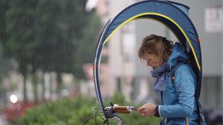 """""""Bub-up®"""", la bullede protection anti-pluie pour faire du vélo par tous les temps (France 3 AURA)"""