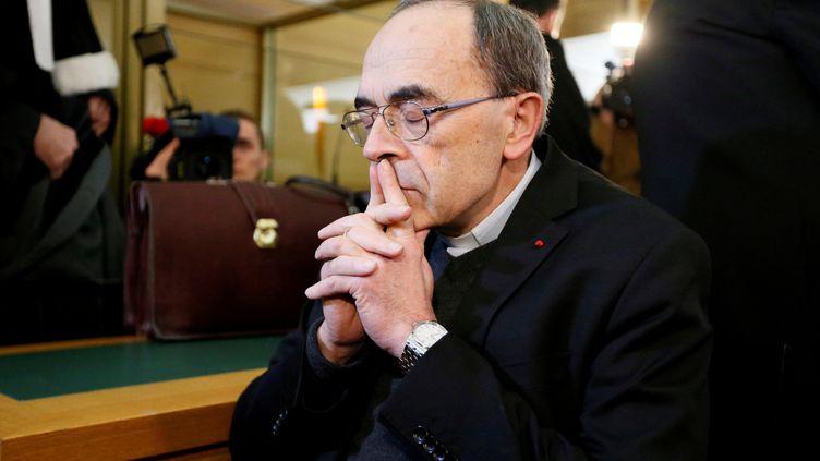 Philippe Barbarin patiente avant l'ouverture de son procès, le 7 janvier 2019, à Lyon. (EMMANUEL FOUDROT / REUTERS)