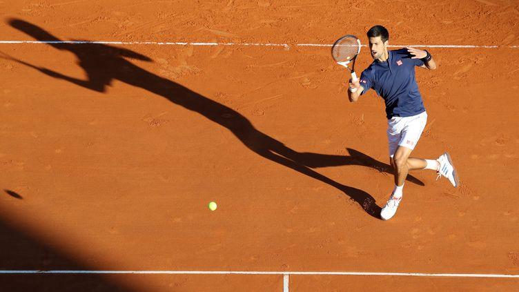 Novak Djokovic pendant sa victoire contre Pablo Carreno Busta au tournoi de Monte-Carlo. (VALERY HACHE / AFP)