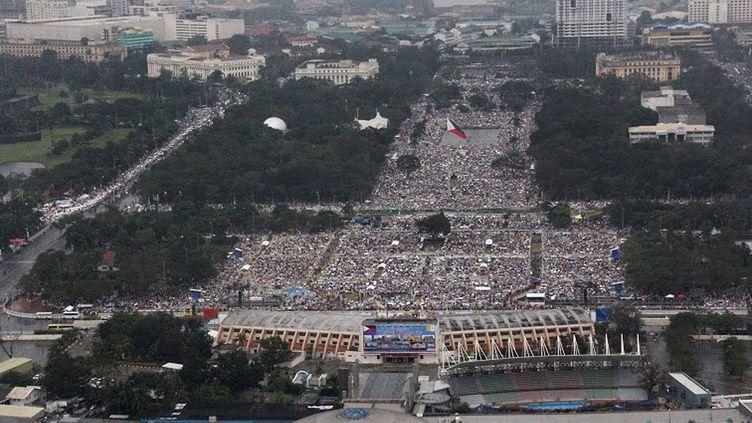 L'armée de l'air philippine a pris des photographies de la messe du pape à Manille (Philippines), dimanche 18 janvier 2015. (PHILIPPINE AIR FORCE / AFP)